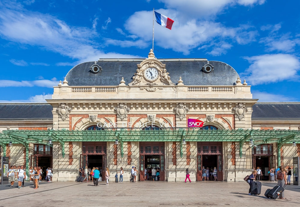 The front facade of the Nice-Ville train station.